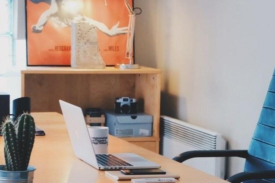 ordinateur sur bureau en entreprise