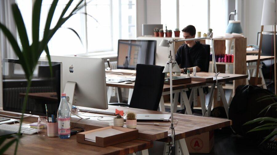 améliorer ergonomie poste travail bureau