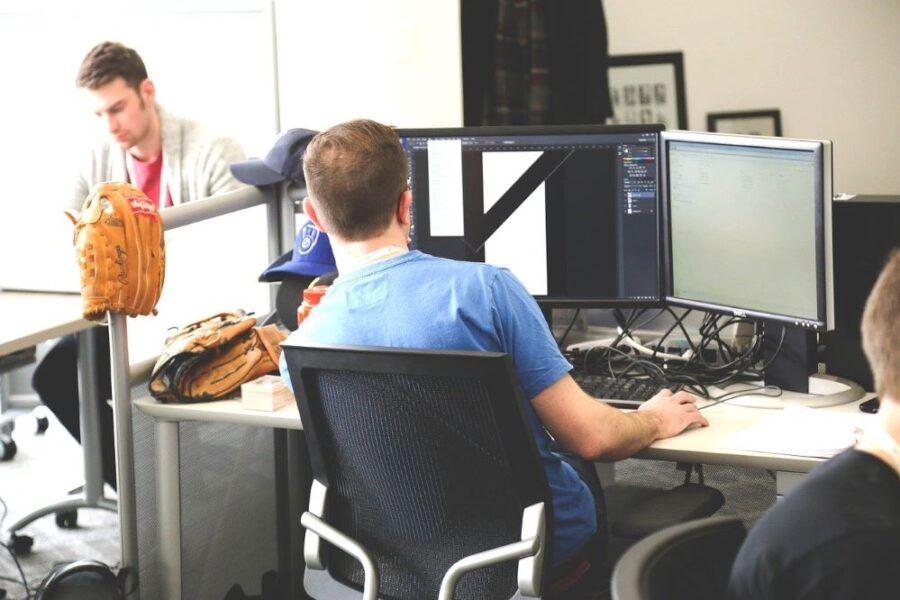 Entrepreneurs dans un espace de coworking